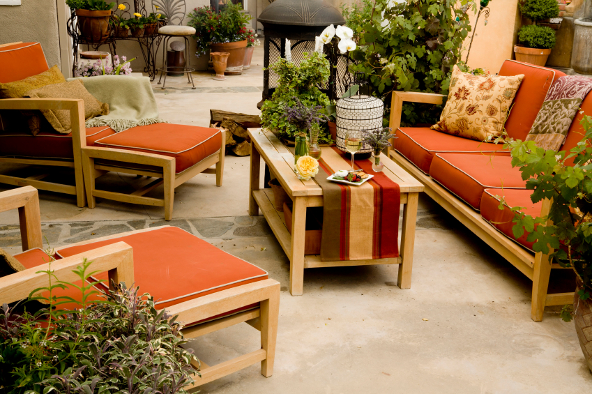 Trends and tips outdoor living spaces buildipedia for Outdoor living patio furniture