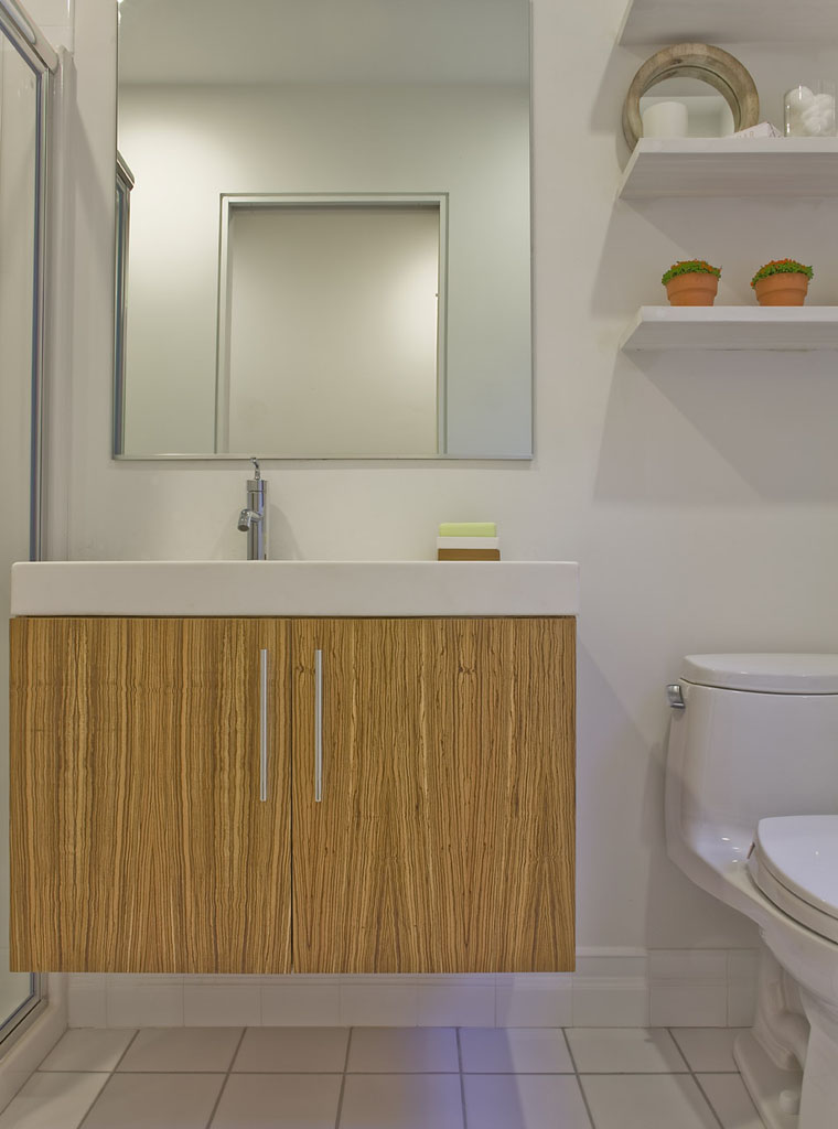 English Residence bathroom by ZeroEnergy Design