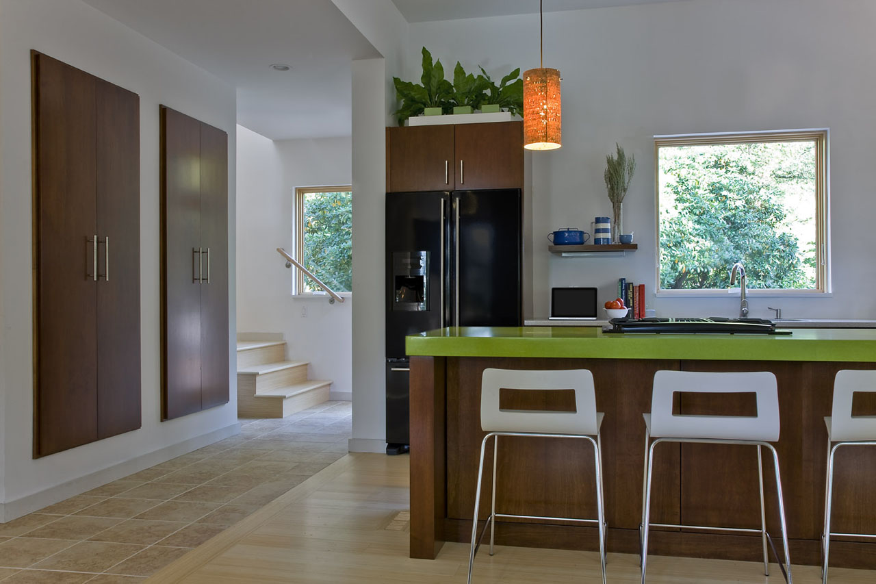 English Residence kitchen by ZeroEnergy Design