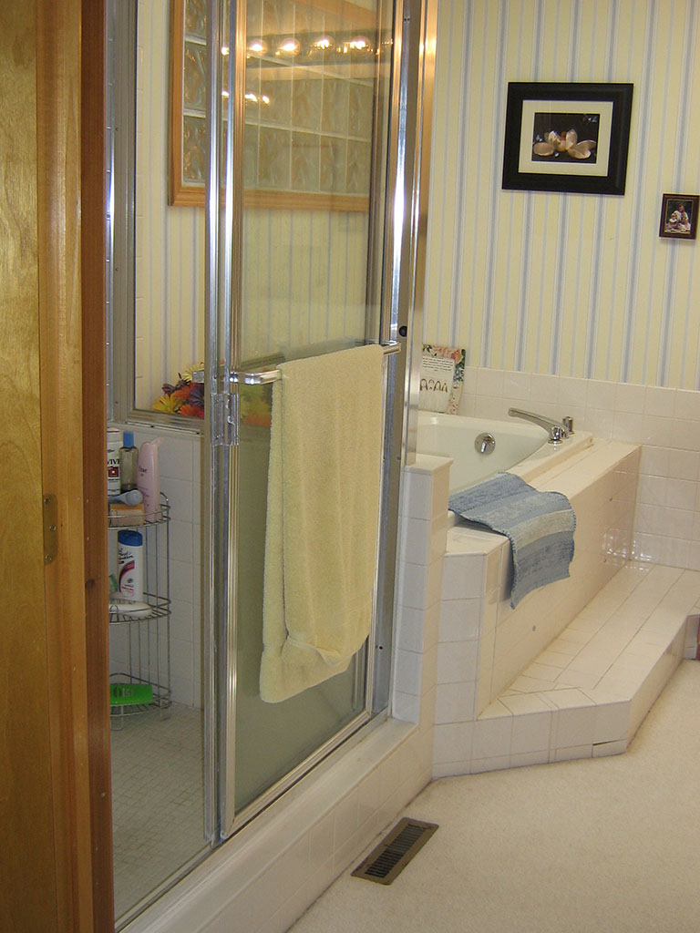 outdated bathroom before remodeling