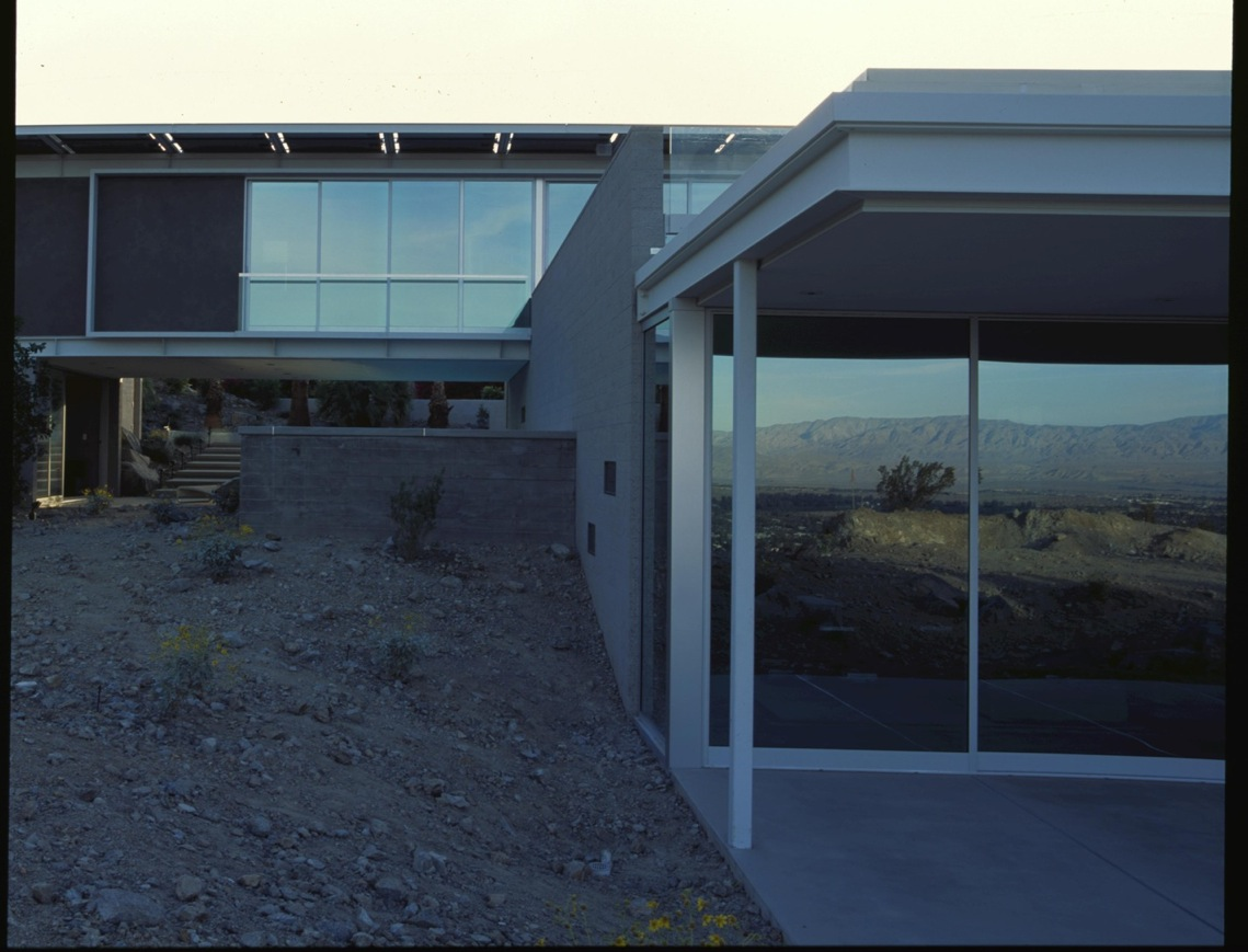 House of the Month: Green Desert Home - Buildipedia