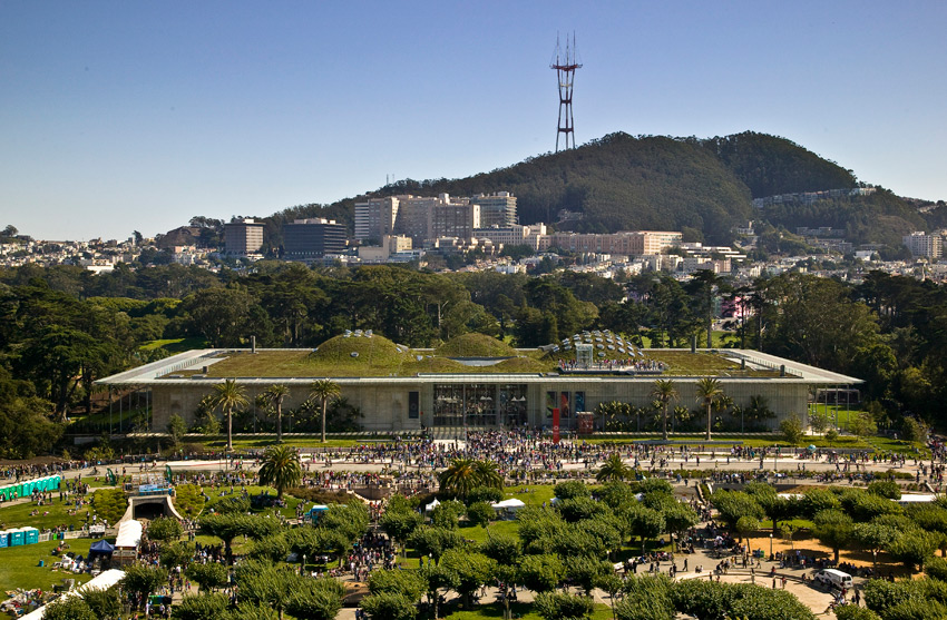 Aerial view of the green roof of the California Academy of Sciences by Renzo Piano