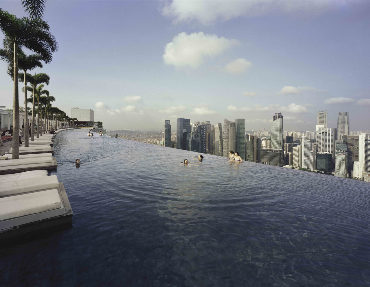 Marina bay sands skypark an iconic singapore destination for Singapour marina bay sands piscine