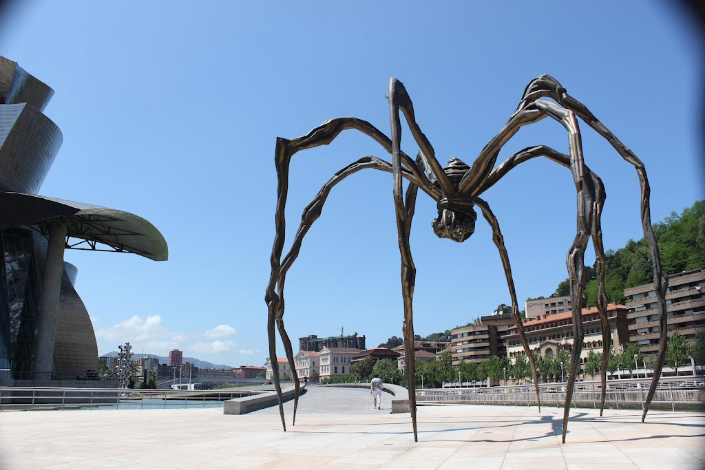 Louise Bourgeois's sculpture Maman (resembling a huge spider) at the Guggenheim Museum Bilbao