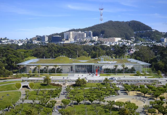 Aerial view of Renzo Piano's California Academy of Sciences in San Francisco