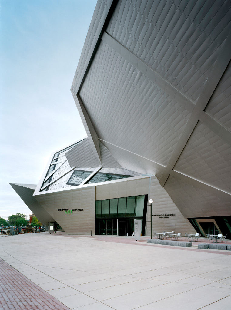Libeskind s extension to the denver art museum buildipedia for Daniel libeskind architectural style