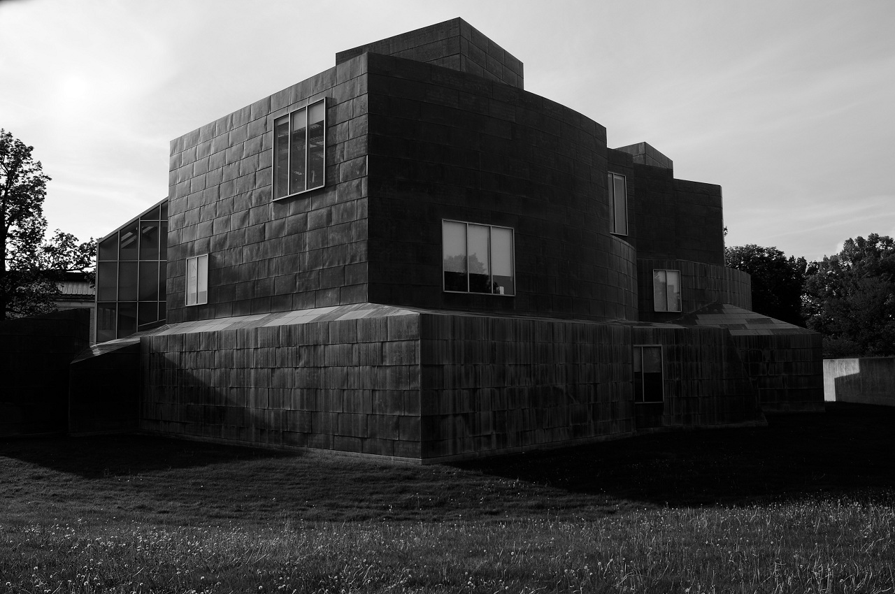 Frank Gehry's Center for the Visual Arts houses the University of Toledo Department of Art is a prime example of postmodern Deconstructivism