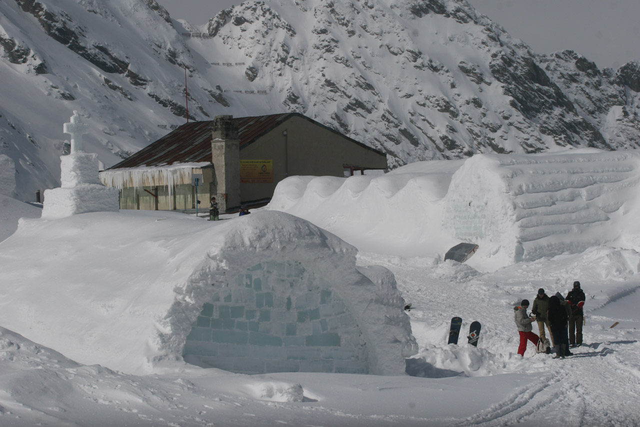 Hotel of Ice in Transylvanian Alps