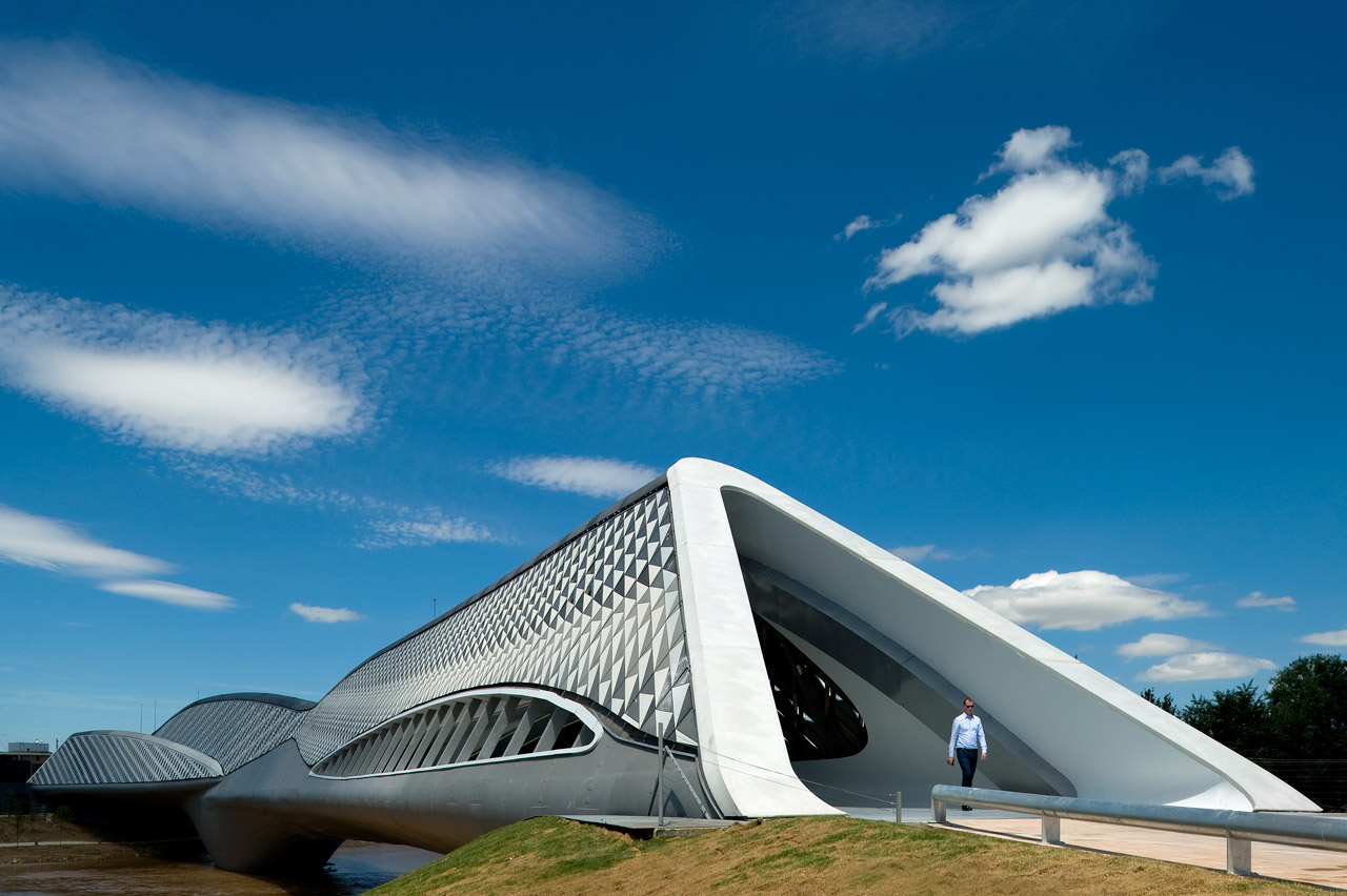 Zaha Hadid S Bridge Pavilion In Zaragoza Buildipedia
