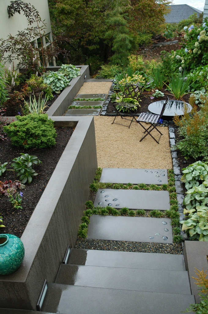 Landscape and design tips for challenging lots buildipedia for Small space landscape ideas