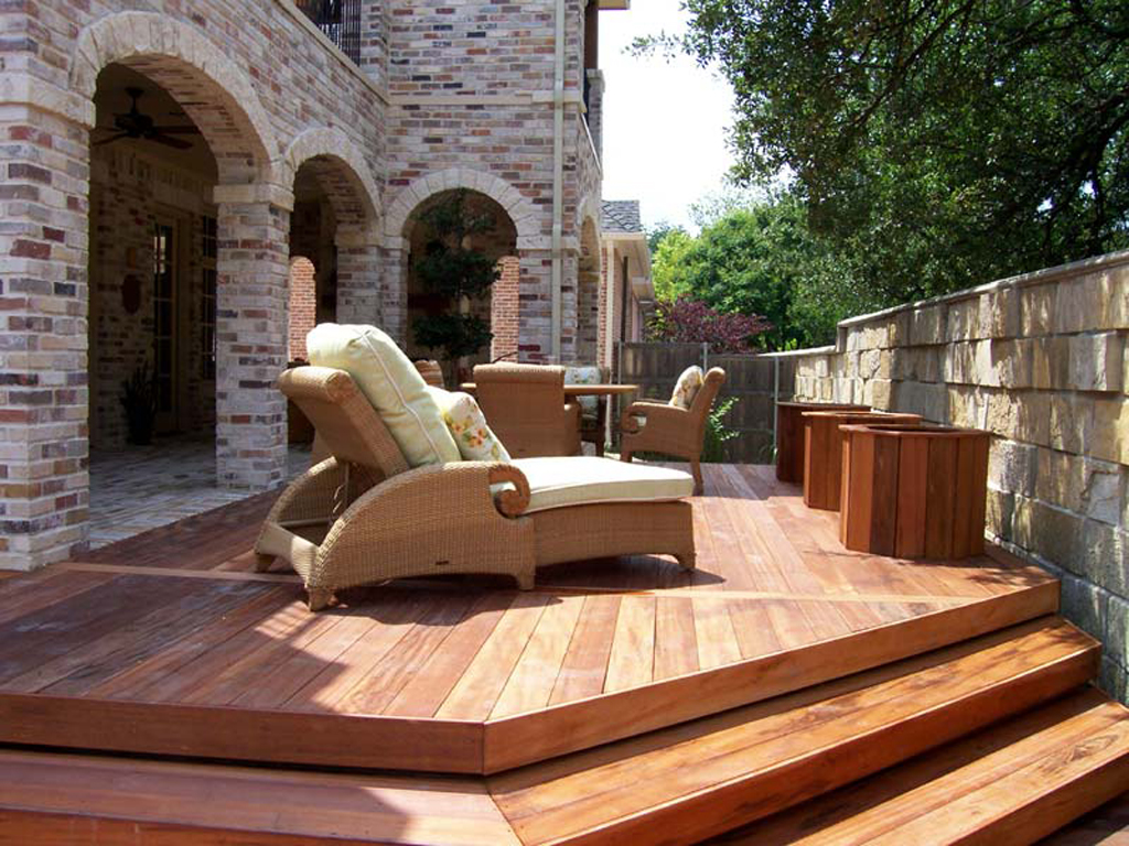 Wood patio decking buildipedia for Idee terrasse