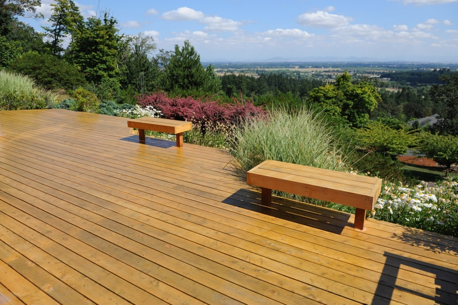 Guide to Cleaning, Staining, and Sealing a Cedar Deck