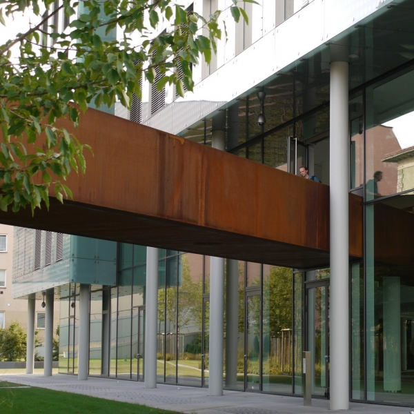 Pros and cons of weathering steel