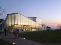 Minimalist Design of Cité de l'Océan et du Surf Museum Inspired by Sea and Sky
