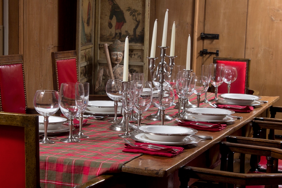 Striking How To Arrange Your Home For A New Years Party In - Dinner table for 12